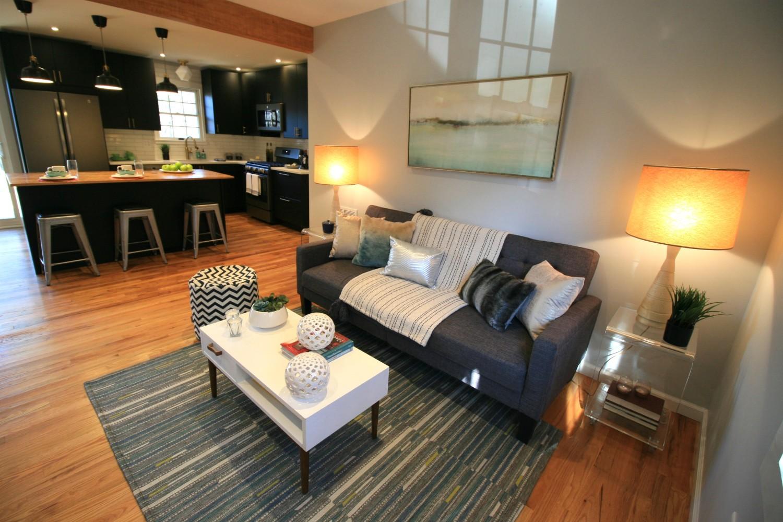 Trendy Modern Living Room/Kitchen
